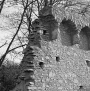 Die alte Mauer ist zerbrochen